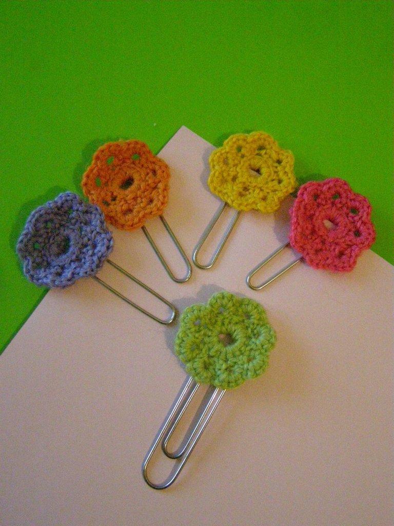 Graffette con fiore all'uncinetto - confezione da 5
