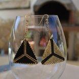 Orecchini pendenti a triangolo oro e nero