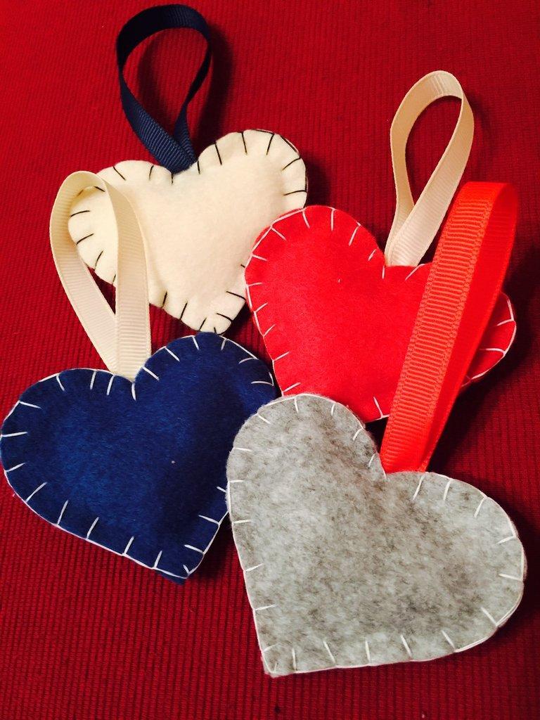 Cuori in feltro imbottiti vari colori. Per l'albero di natale, idea regalo, bomboniera o decorazione casa.