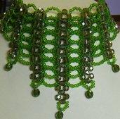 collana, collarino, girocollo in mezzo cristallo verde e conteria