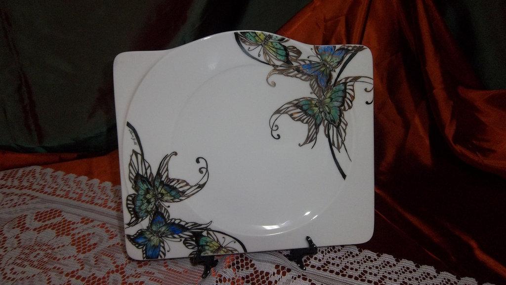 Piatto-tortiera con farfalle in oro