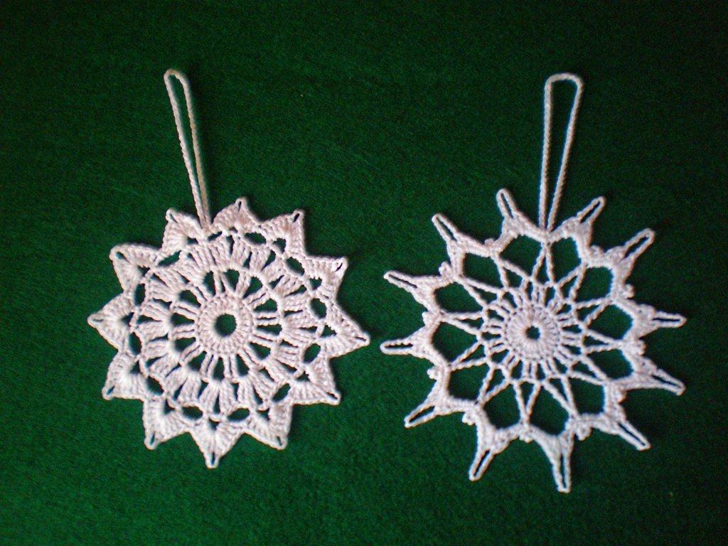 coppia cristalli di neve uncinetto