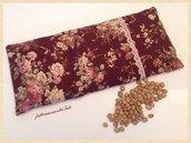 Cuscinetto termoterapico in cotone a rose bordò con noccioli di ciliegia