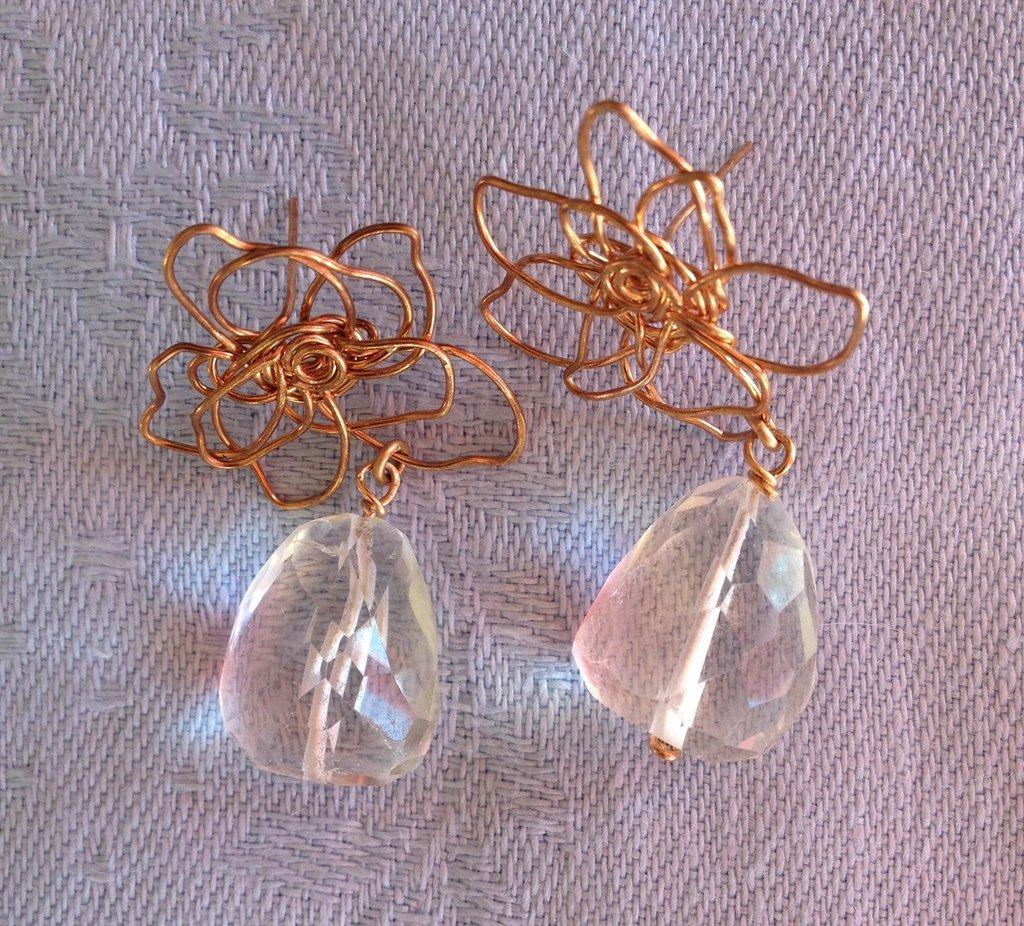 Orecchini fatti a mano in bronzo  bagnati in oro rosa 18K e cristallo di rocca.