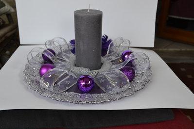 Piatto decorativo natalizio con palline viola
