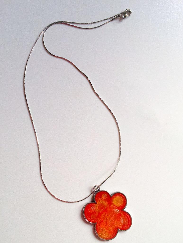 Collana acciaio con pendente a fiore
