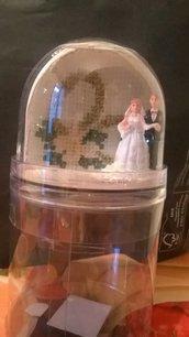 sfera con neve e foto sposi