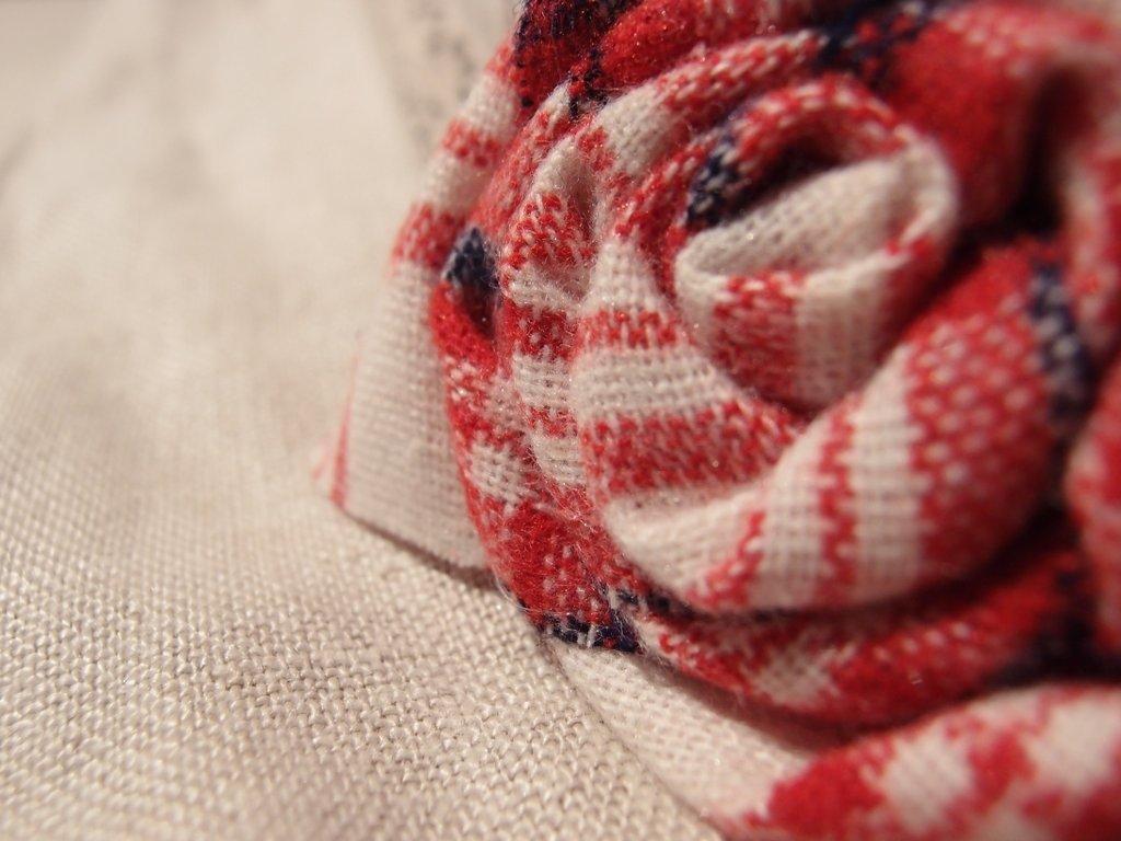 Spilla rosa tartan scozzese, spilla fiore, spilla di cotone, spilla decorativa, spilla handmade, spilla fatta a mano