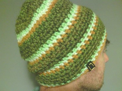 cappello da uomo e donna in lana a righe fatto a mano all'uncinetto C0092