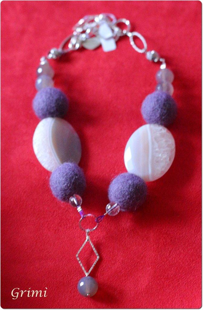 Collana con lana cotta viola, cristallo di rocca, agata grigia e argento