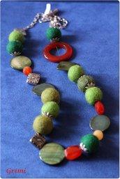 Collana lunga con lana cotta verde, madreperla, corniola, argentone e argento