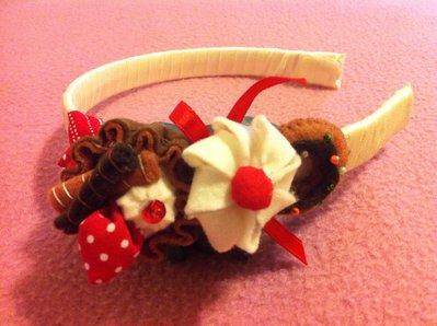 Cerchietto dolcetto con miniature in pannolenci