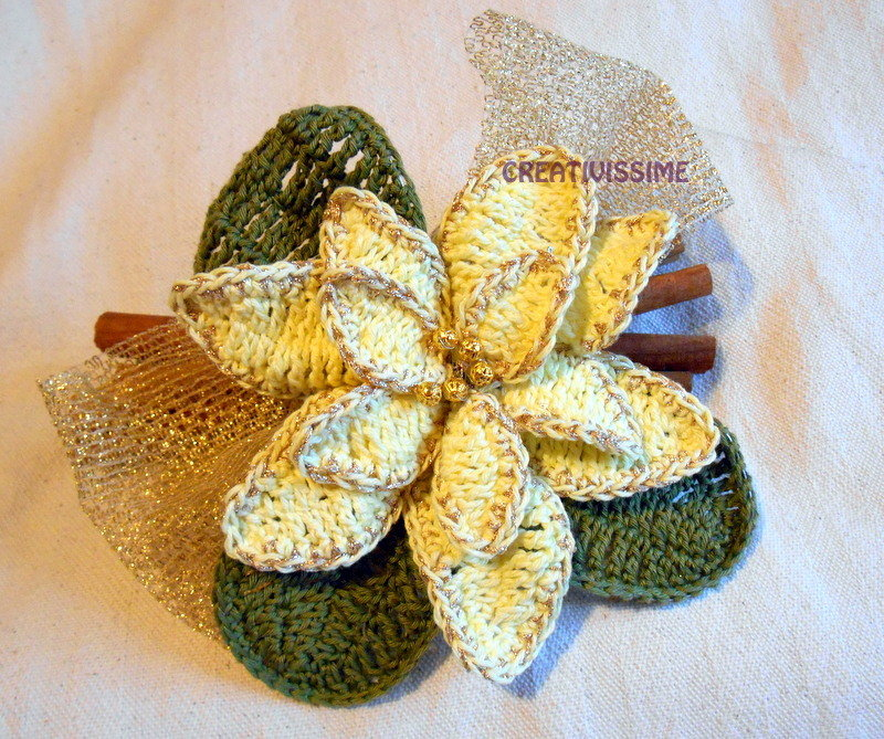 Centrotavola Stella di Natale con cannella all'uncinetto fatto a mano