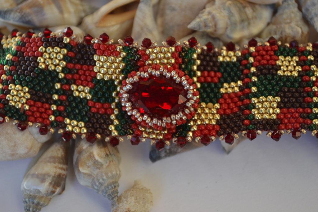 Bracciale a fascia con cabochon rosso