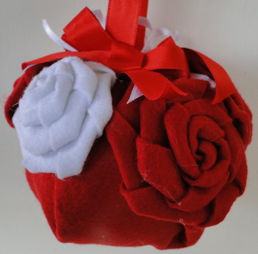 """Pallina di Natale """"Rose Bianche e Rosse"""""""
