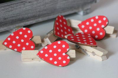 6 Mollettine fermapacchi con cuore rosso a pois