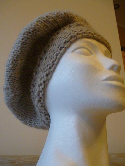 Cappello in lana lavorato ai ferri