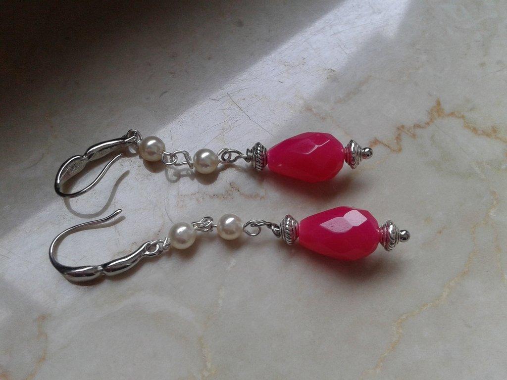 orecchini goccia agata sfaccettata pink e due perle bianche