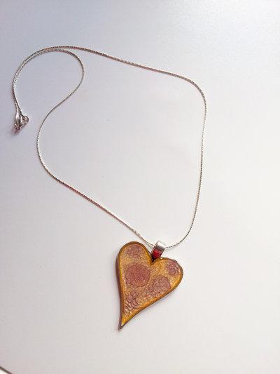 collana in acciaio e resina con pendente dipinto a mano