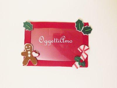 Cornice portafoto calamitata in feltro con decorazioni natalizie: un'idea regalo per Natale