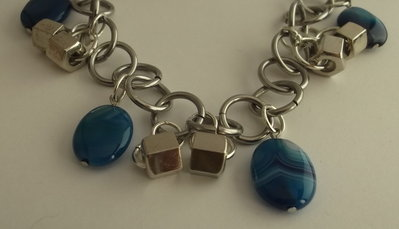 Cintura catena con perle di agata striata colorata blu e perle argentate