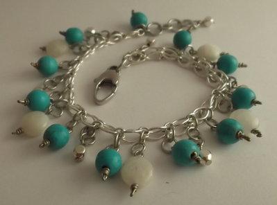 Cavigliera con doppia catena argentata, perle turchese, pietra della luna e perline argentate
