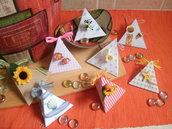Scatolina porta confetti per matrimoni, lauree, anniversari realizzata in cartoncino fantasia e decorazione a scelta