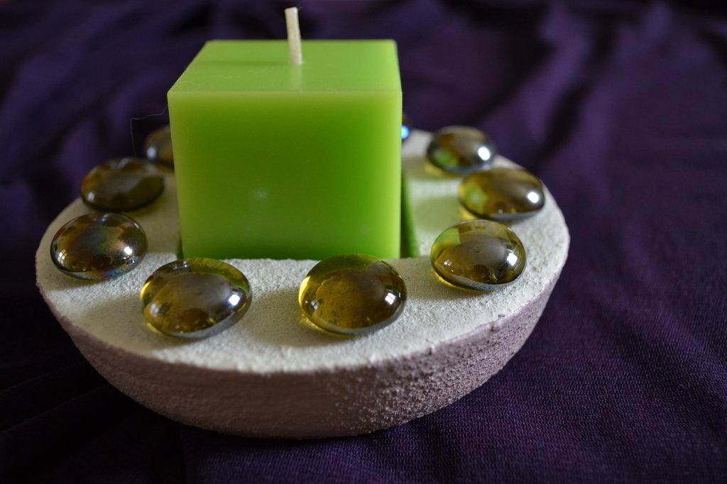 Porta candela colore viola con perle di vetro
