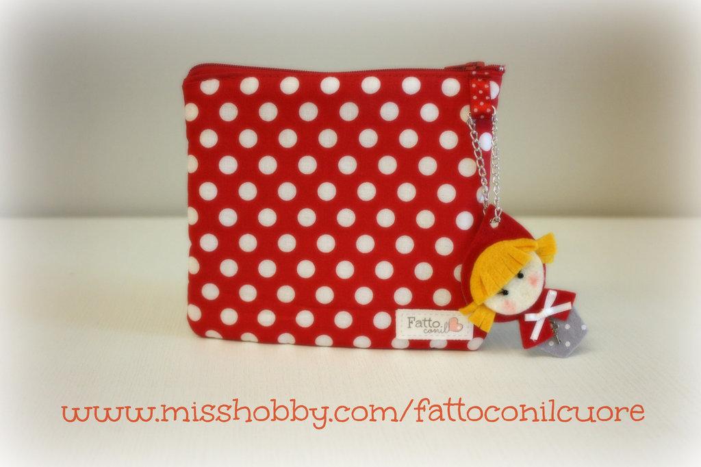 bustina portatutto da tenere sempre in borsa idea regalo in perfetto stile handmade