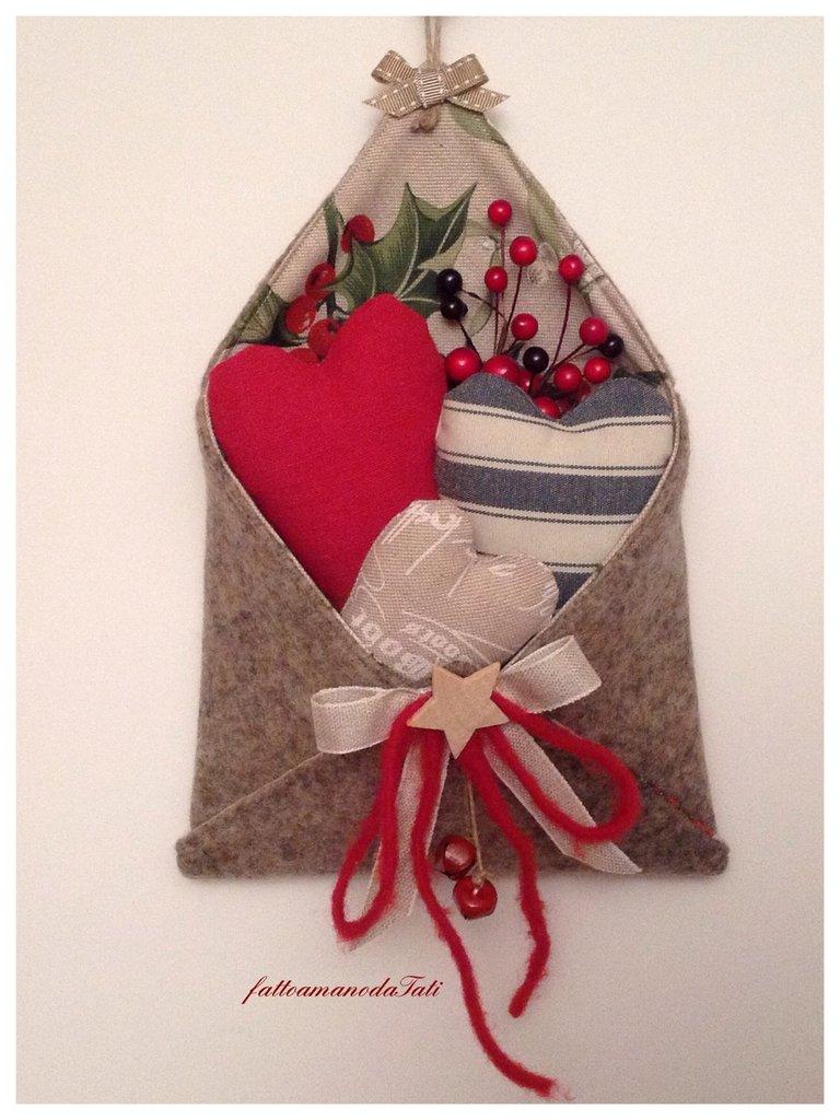 """Busta """"love letter"""" in lana cotta con tre cuori imbottiti"""