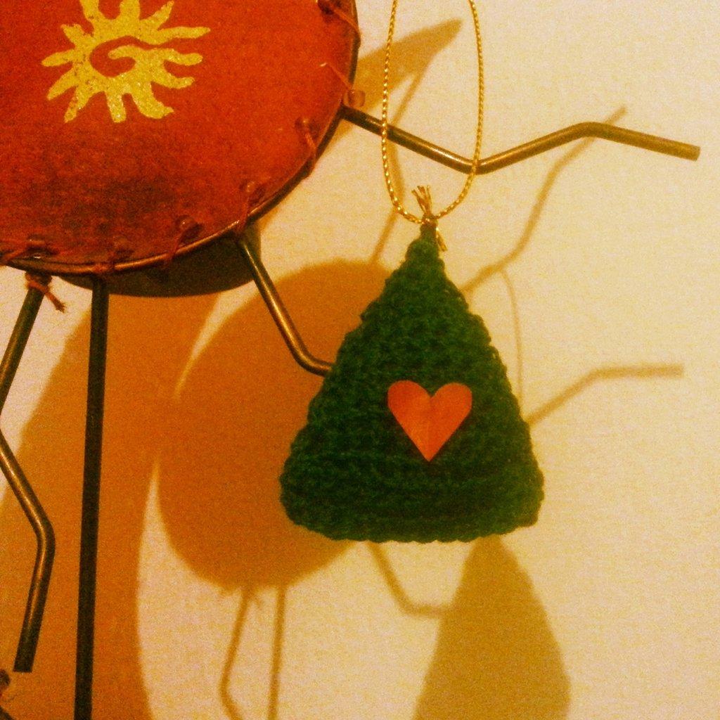 Addobbo natalizio fatto a mano con uncinetto