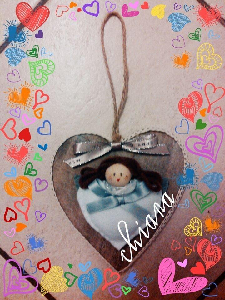 angelo su cuore di legno