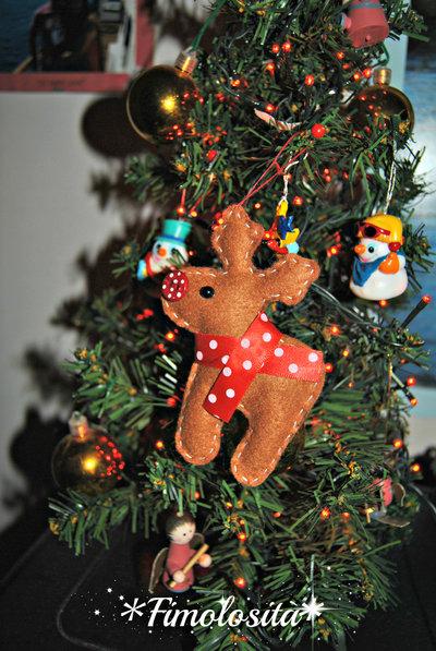 Renna natalizia in feltro