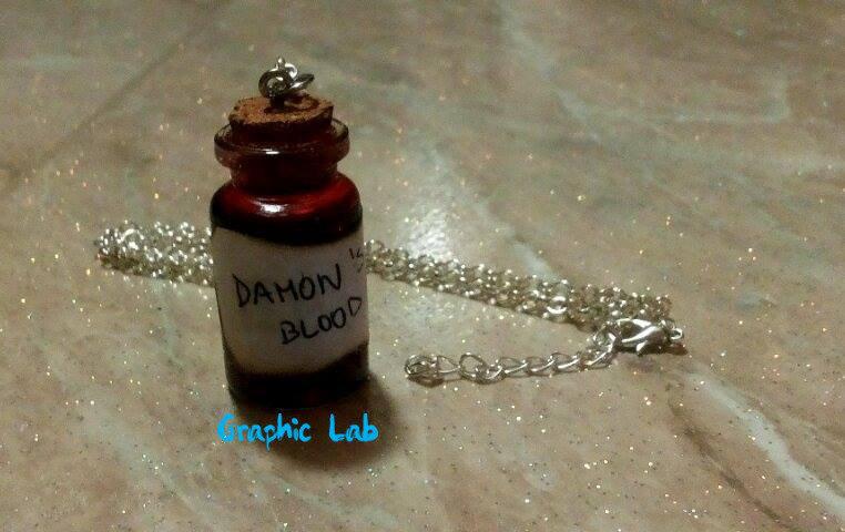 Collana con Bottiglietta Sangue di Damon Salvatore