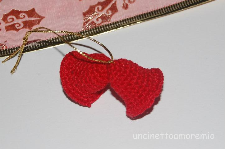 Decorazioni Natale: coppia di campanelle rosse ad uncinetto