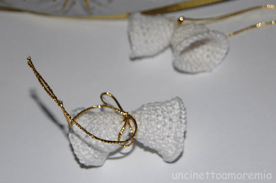 Decorazioni Natale: coppia di campanelle bianche ad uncinetto