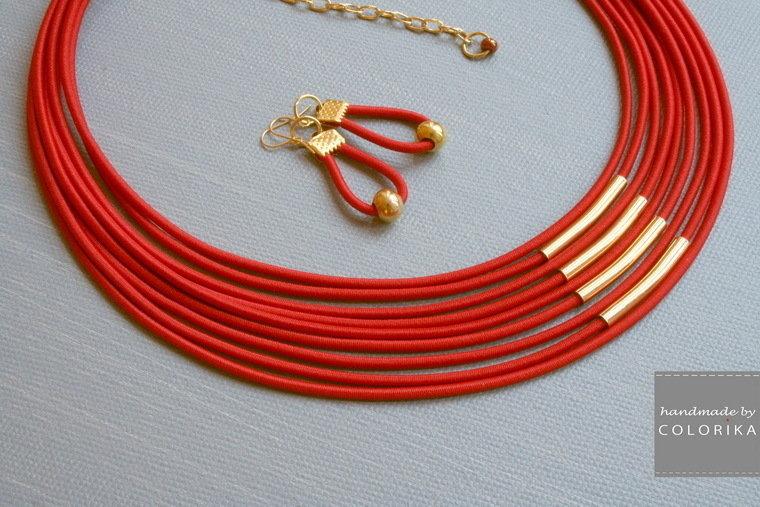 collana tessile e orecchini, colori: rosso , oro