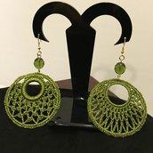 Orecchini verdi con pendenti in tessuto e mezzo cristallo
