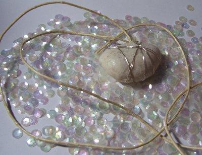Collana pietra bianca brillantinata