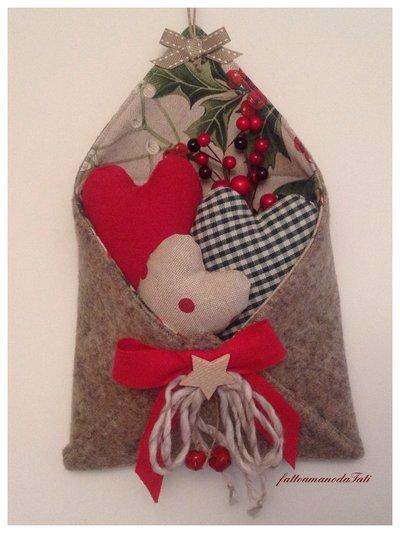 Busta love letters in lana cotta con tre cuori imbottiti