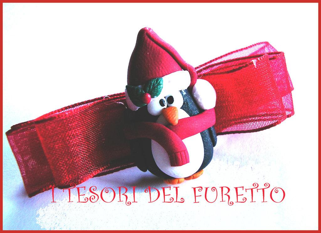 """Fermaglio Natale  """"Pinguino con sciarpa e cappello"""" Rosso fimo cernit idea regalo bambina"""
