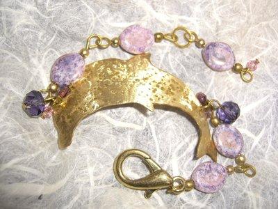 Bracciale in ottone con delfino ceramica mezzi cristalli e cristalli viola