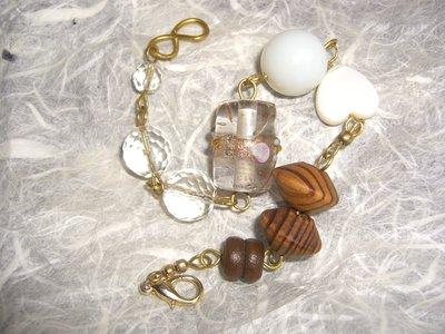 Bracciale in ottone con perle in legno, cristallo, vetro, vetro di Murano, resina