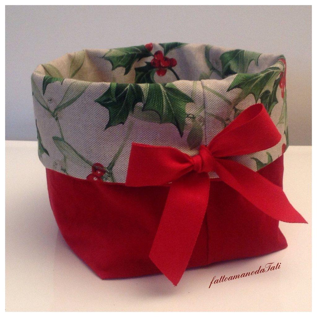 Cestino natalizio in velluto rosso e cotone ecrù  stampa agrifoglio