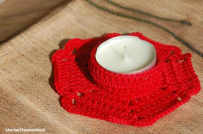 Decorazione Natale: porta candelina ad uncinetto rossa