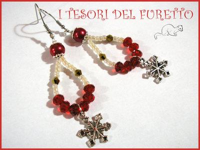 """Orecchini Natale """"Fiocchi di neve rosso oro"""" perle charm idea regalo per lei bijoux natalizi"""