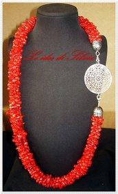 Collana con corallo bambù rosso e filigrana d'ottone