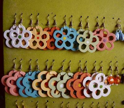 Orecchini vari colori margherita