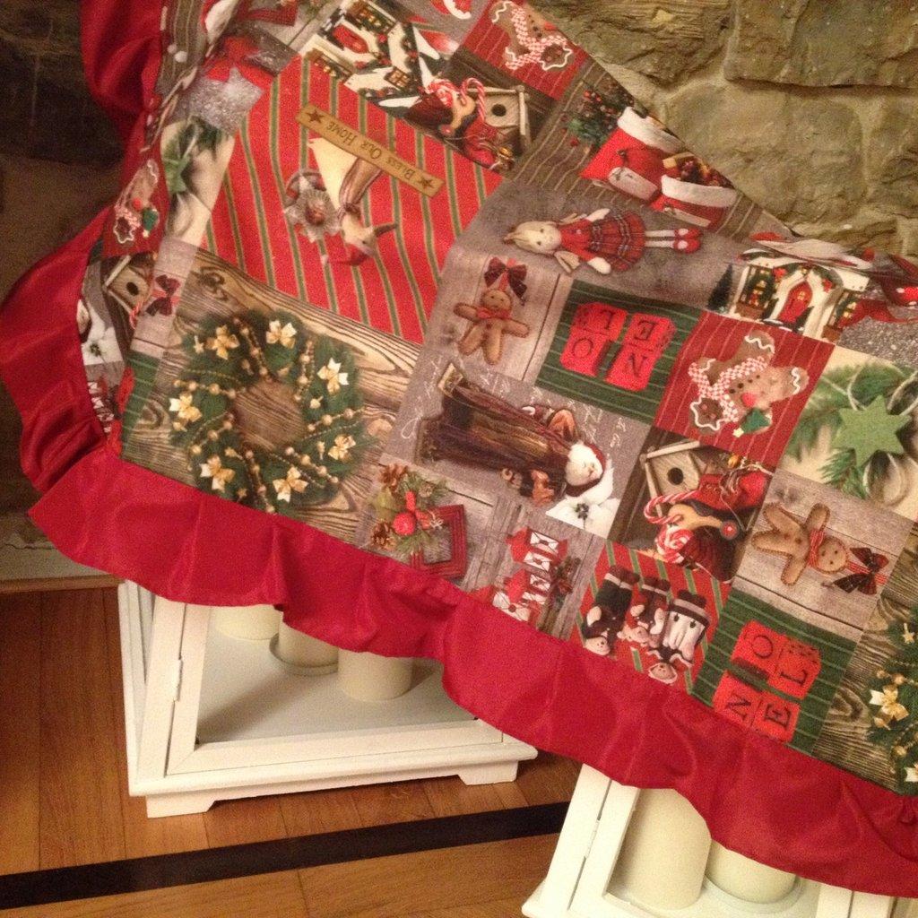 Tovaglia Buon Natale in cotone e taffetà rubino