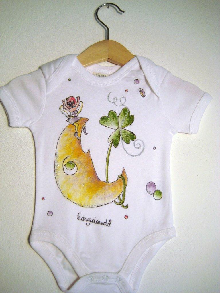 """body baby  """"lunamica"""" in cotone bianco manica corta con bottoncini di chiusura dipinto a mano"""